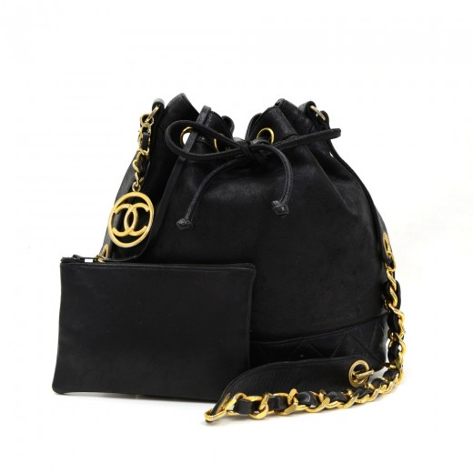 Vintage Chanel Black Leather Shoulder Bucket Bag + Pouch. Condition  Great   677679f606b5a