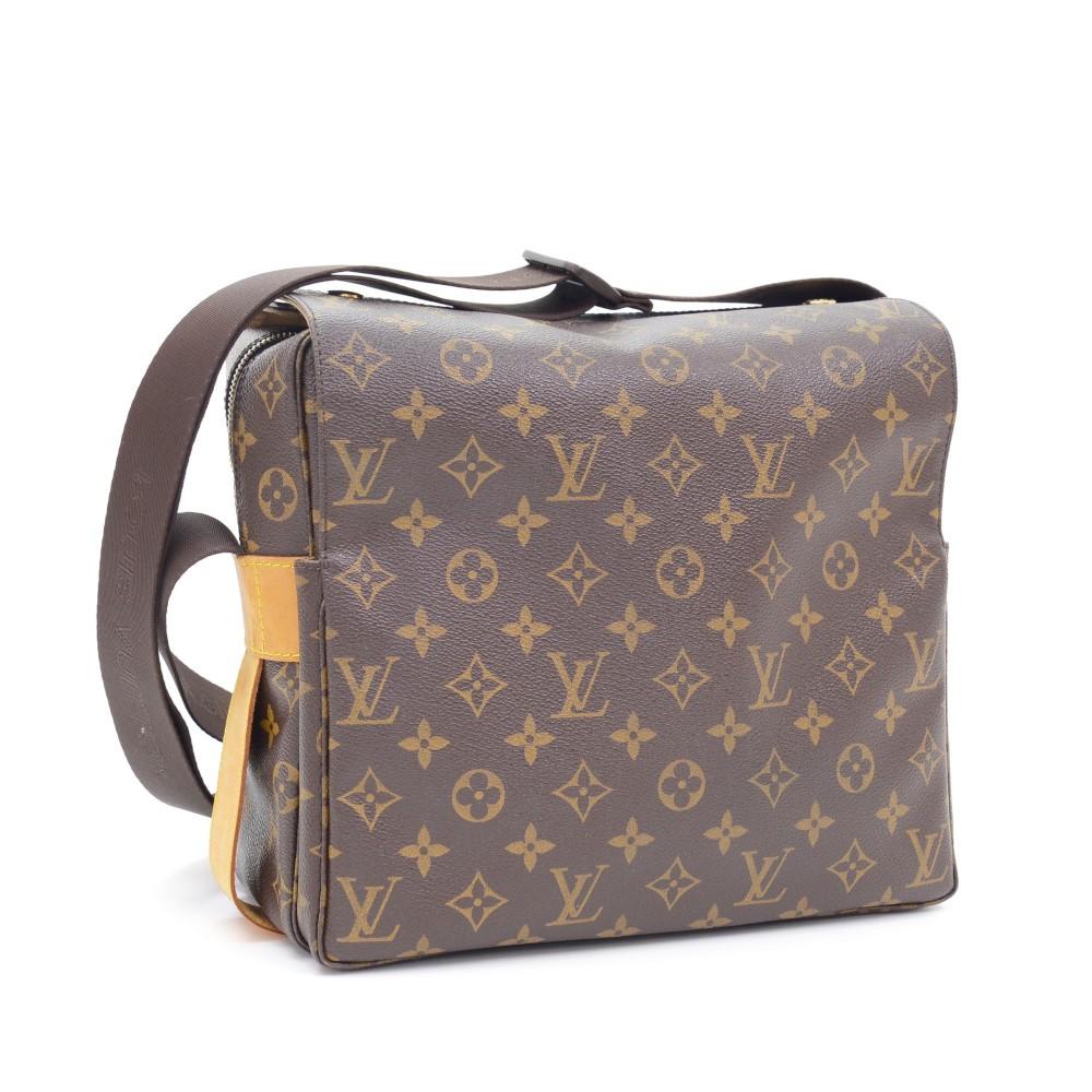8b3e32b6d3ba6 Louis Vuitton Louis Vuitton Naviglio Monogram Canvas Messenger Bag