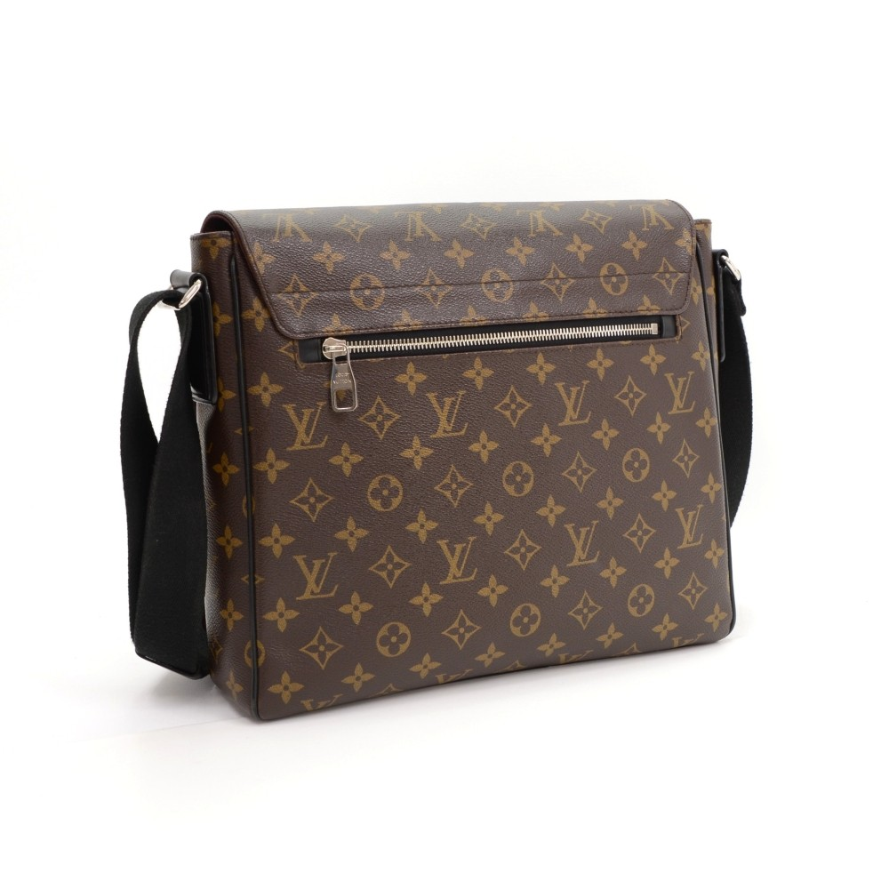 f70f7b60a4d7 Louis Vuitton Louis Vuitton District MM Monogram Macassar Canvas ...