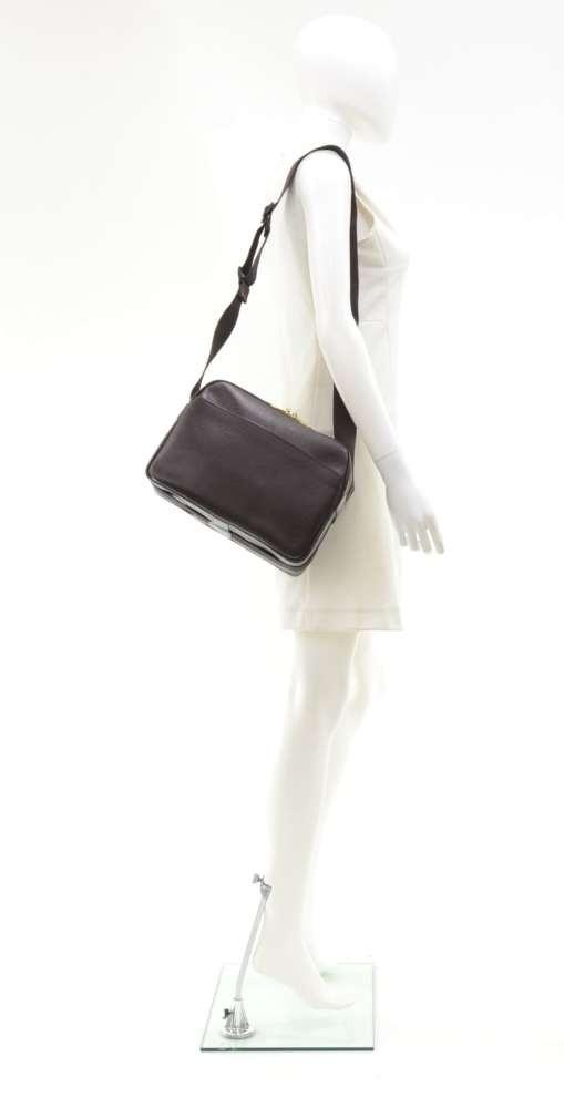 48a49e6edd5 Louis Vuitton Louis Vuitton Reporter PM Burgundy Taiga Leather ...